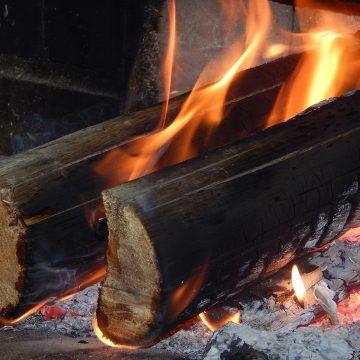 Feuer und Flamme – hilfreiche Tipps zum Heizen mit Holz