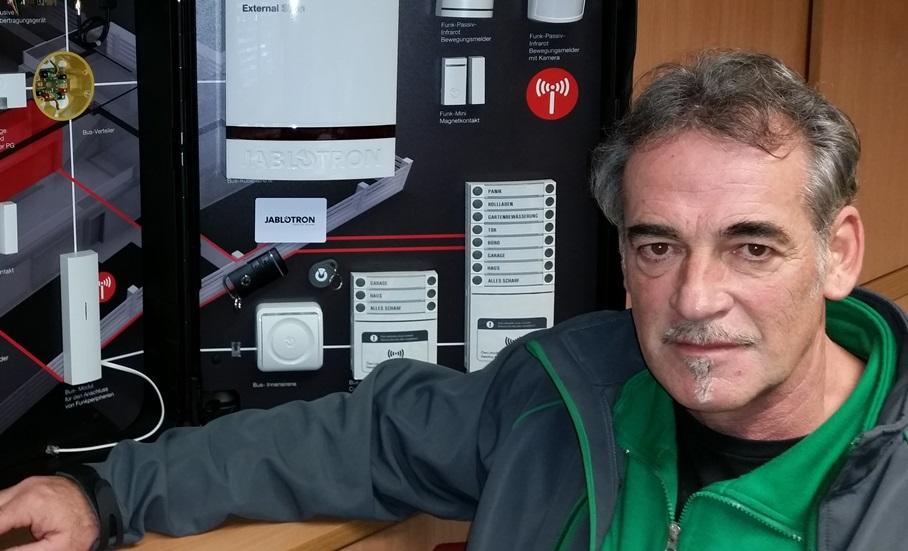 Alarmanlagen-Sicherheits-Tag im Lagerhaus