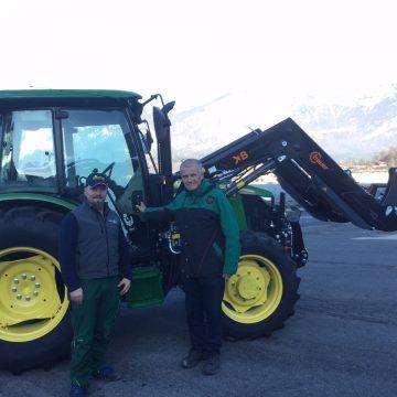 John Deere 5075A für DeVlieger Gartenbau in Söll